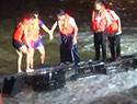 水淹路面掀翻货车